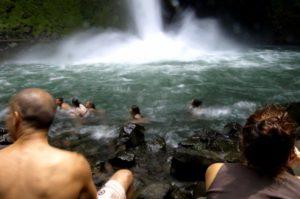 Waterfall Jaco beach (640x425)