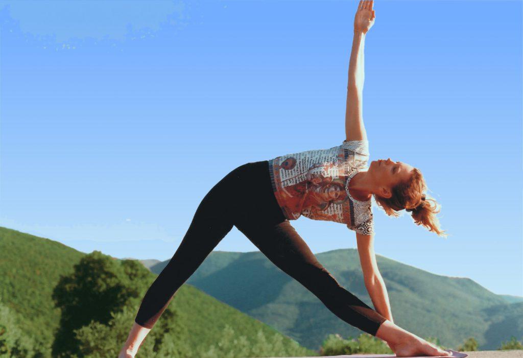 women doing yoga in the Italian hills