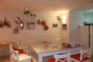 Pizza_making_course_in_Sorrento_Italy_accommodation_dining