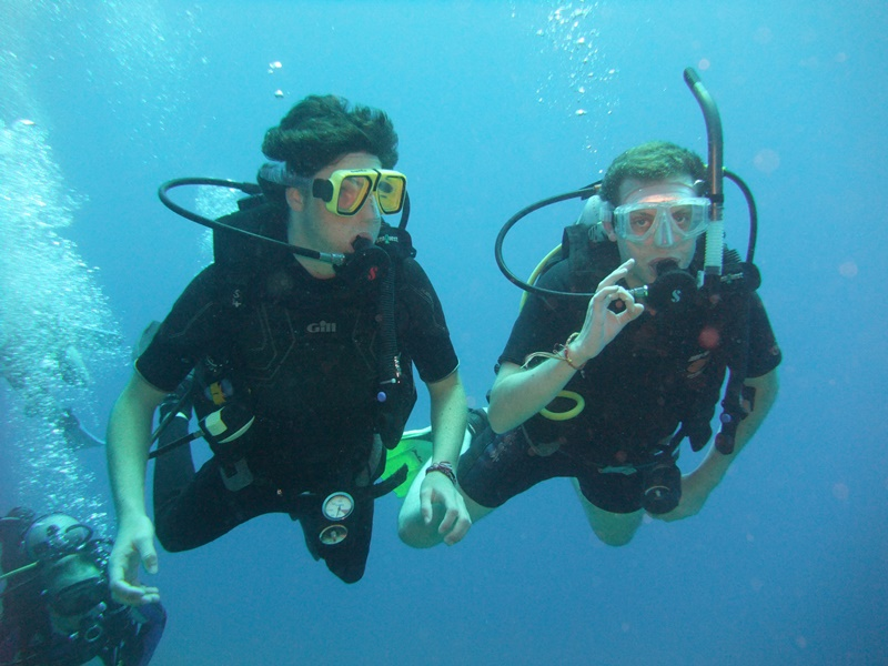 Open_water_scuba_diving_Egypt_divers__