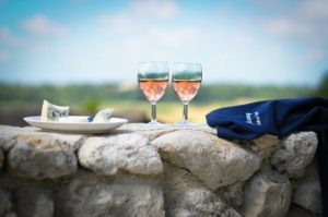 Weekend_French_cookery_holiday_wine_cheese_outdoors