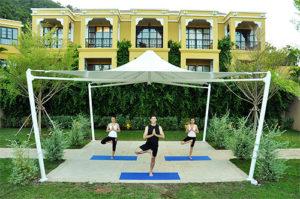 Yoga_holiday_Koh_Samui_Thailand_-_yoga_outdoors