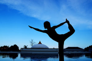 Detox_and_yoga_retreat_Thailand_-_yoga_by_pool