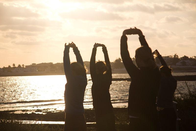 Yoga_meditation_holiday_Fuerteventura_-_beach_warm_up