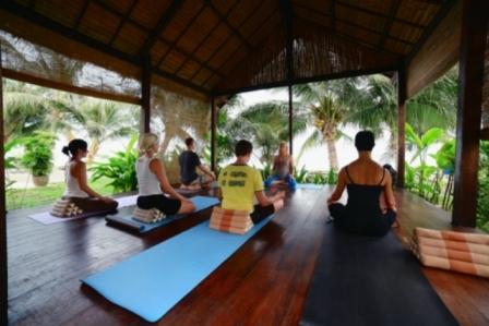 Yoga_retreat_Koh_Samui_group_class