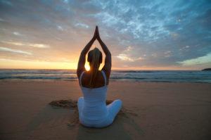 -Ultimate_retreat_Alicante_Spain_evening_beach_yoga