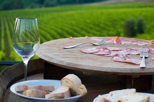 Wine tasting and prosciutto in Tuscany field
