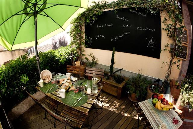 outdoor dining area for holiday in Saint Jeannet France B&B