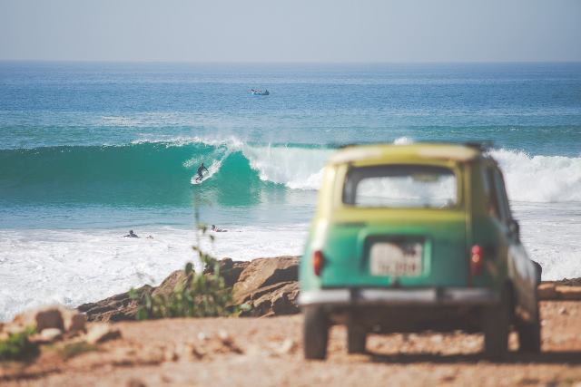 jeep watching surfing in Morocco waves
