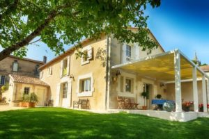 Photography holiday accommodation and grounds in France