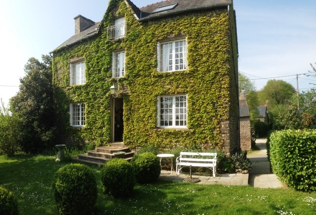 ivy covered B&B in Brittany