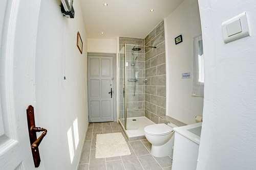 bathroom in gascony