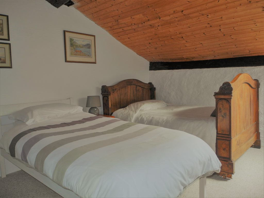 twin bedroom in French photography holiday accommodation