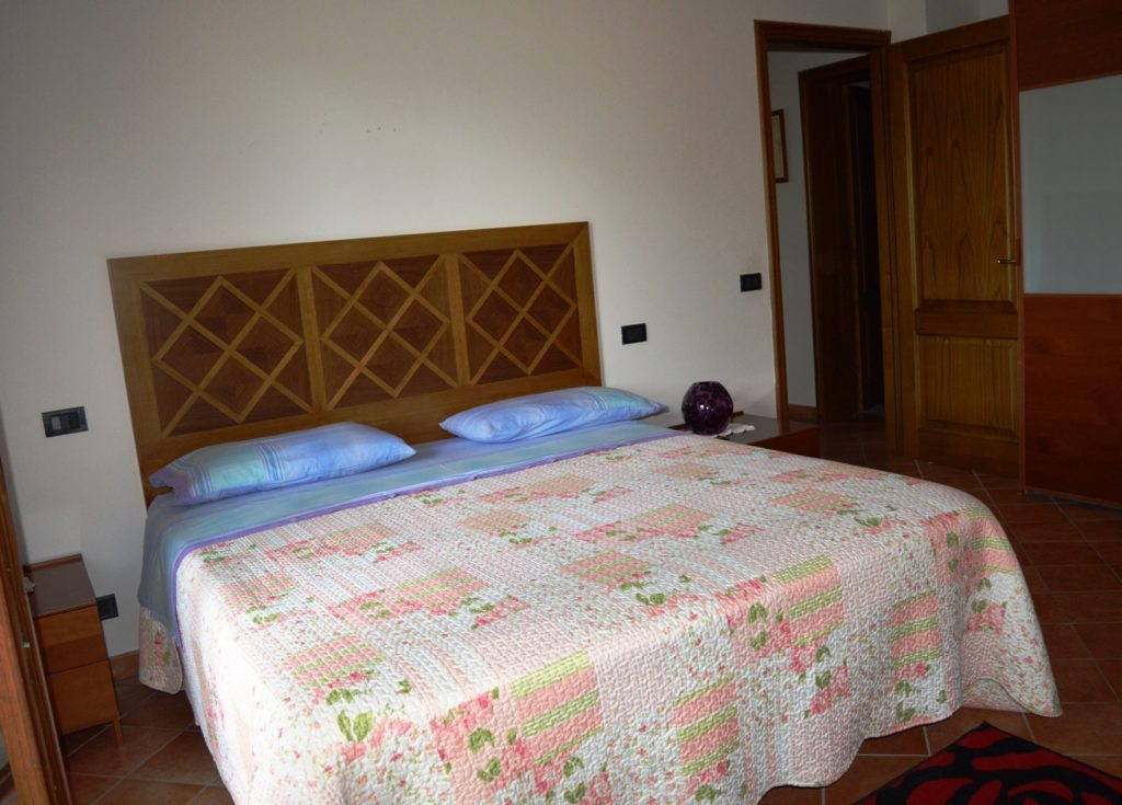 bedroom accommodation on Tuscan cookery holiday