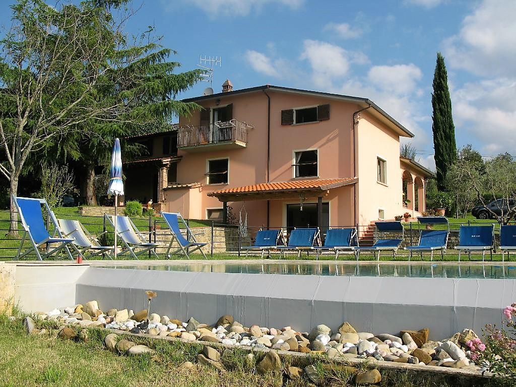 Italian villa and outdoor pool in Tuscany