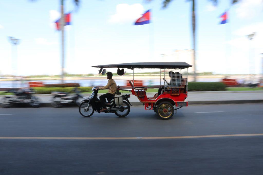 tuk tuk in phnom penh cambodia