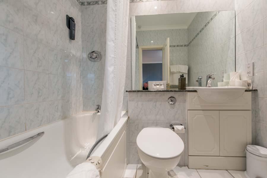 hotel bathroom in fort william