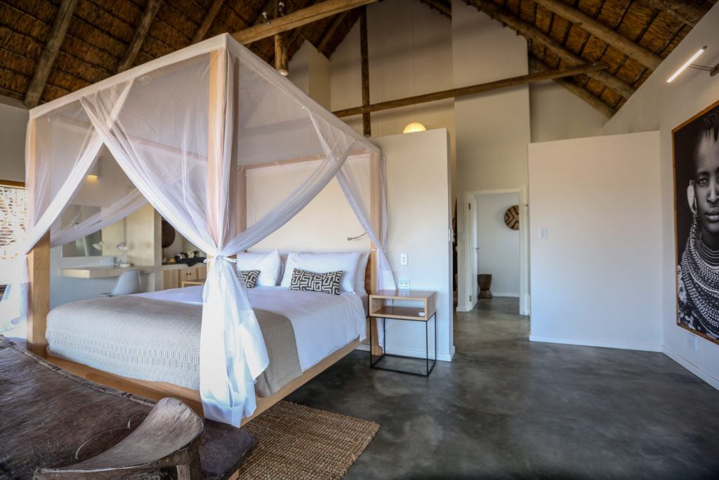 four poster bed in lodge