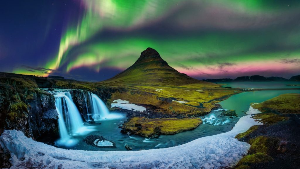 kirkjufell mountain with northern lights