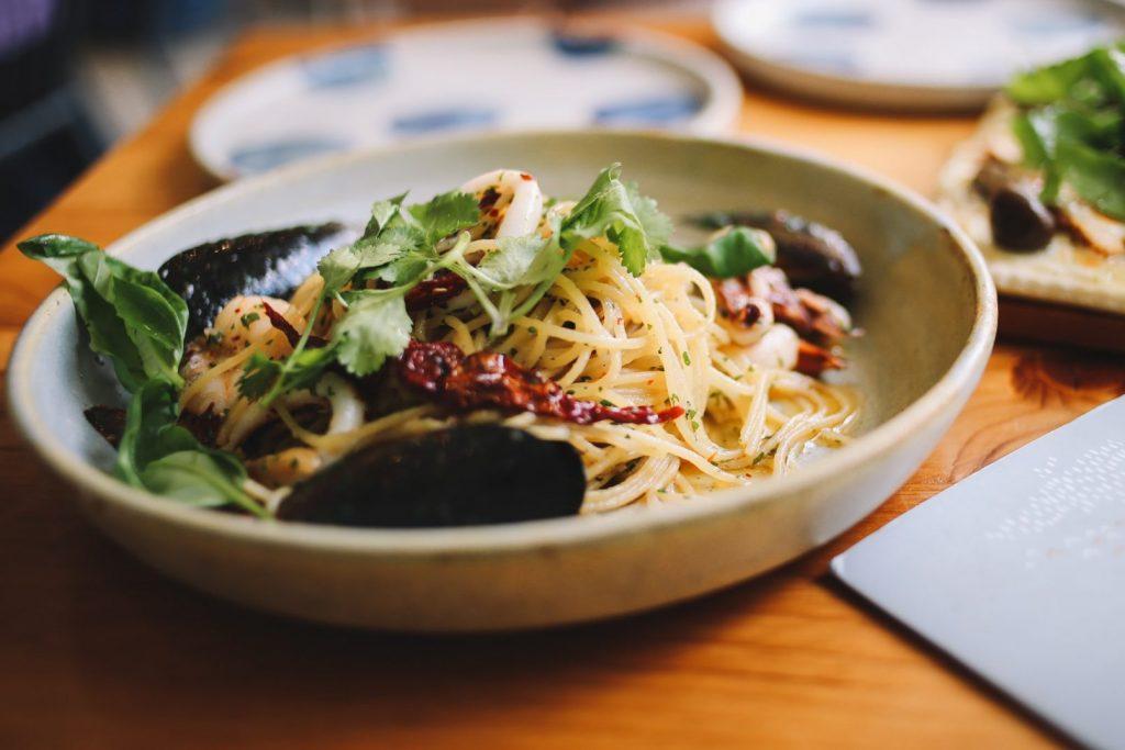 aglio e oilio italian pasta dish