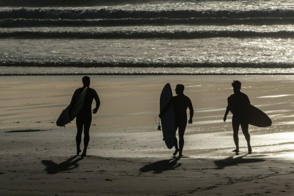 people surfing in cornwall uk surf destination